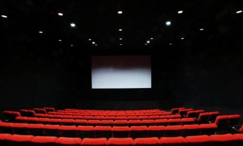 a60d9008d1d251903ba559c097419547 t 500x300 - 映画館デビューは何歳から?意外と知らない映画館の話
