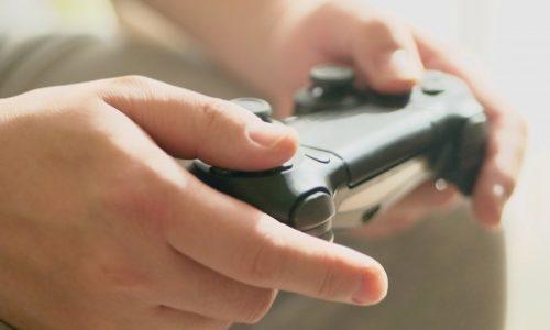 ddafebd6ef3b064a025028fd033cb5e8 t 500x300 - ゲームが子供に与える影響とは?知っておきたいメリット・デメリット