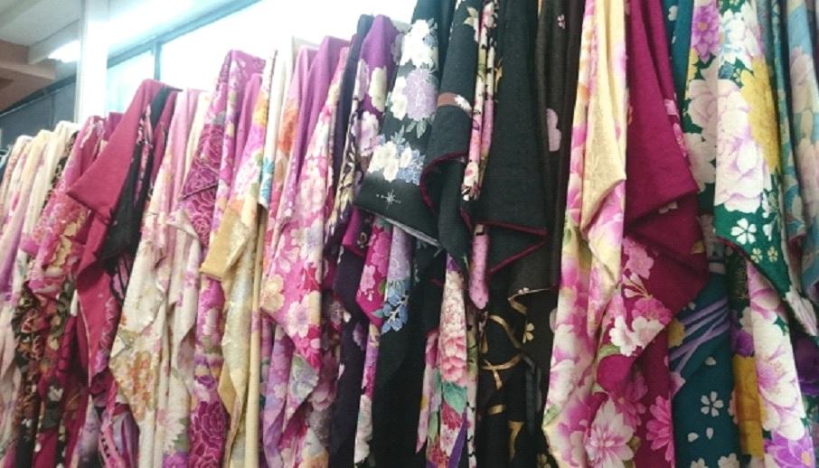 b6a4447eb2612e25914d3ce171f64634 - 保育園、幼稚園の 卒園式に子供には何を着せる?袴を着せるのはあり?